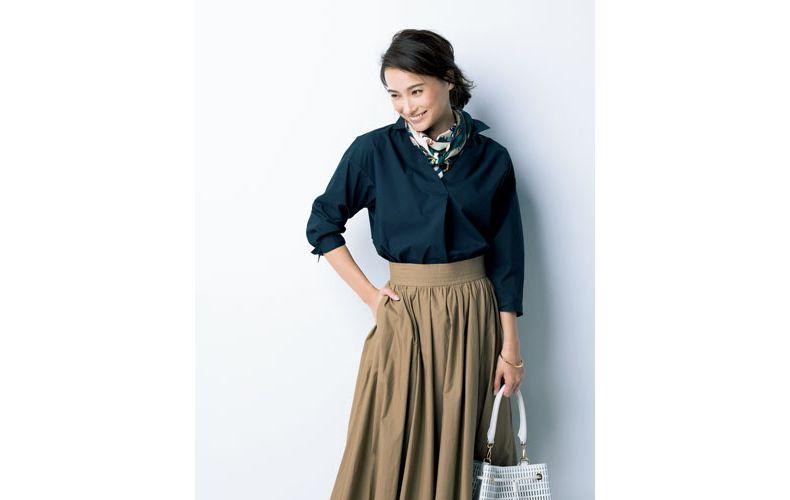 【4】ベージュフレアスカート×ネイビーシャツ
