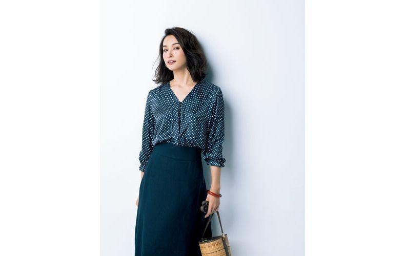 【2】黒スカート×長袖ドット黒ブラウス