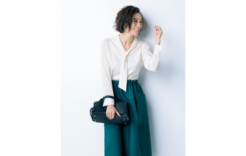 【4】緑スカート×白ブラウス