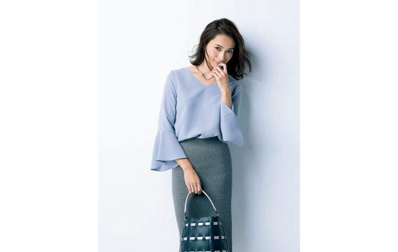 【6】水色ブラウス×グレータイトロングスカート