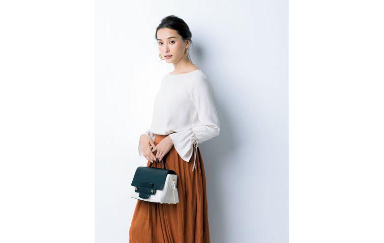 【3】茶プリーツスカート×白ブラウス