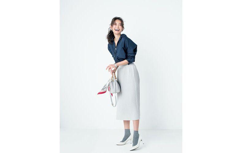 【4】白スカート×紺シャツ