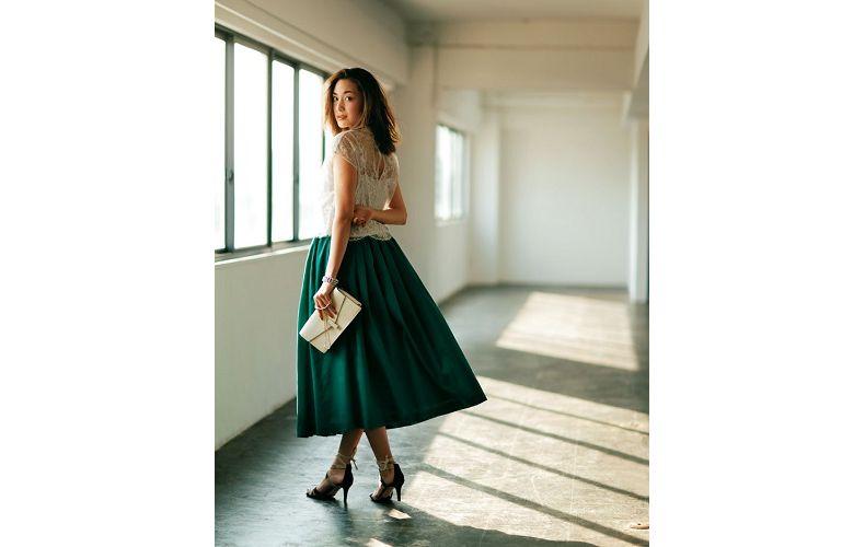 【2】緑フレアスカート×白レースブラウス