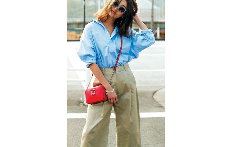 【6】水色シャツ×ベージュワイドパンツ