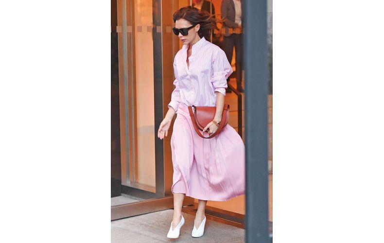【1】ピンクストライプシャツ×ピンクプリーツスカート