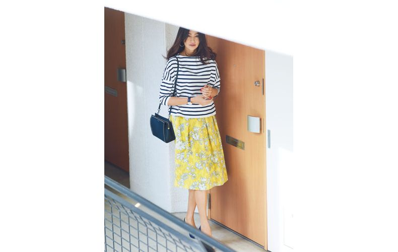 【1】ボーダーカットソー×花柄ひざ丈黄色スカート