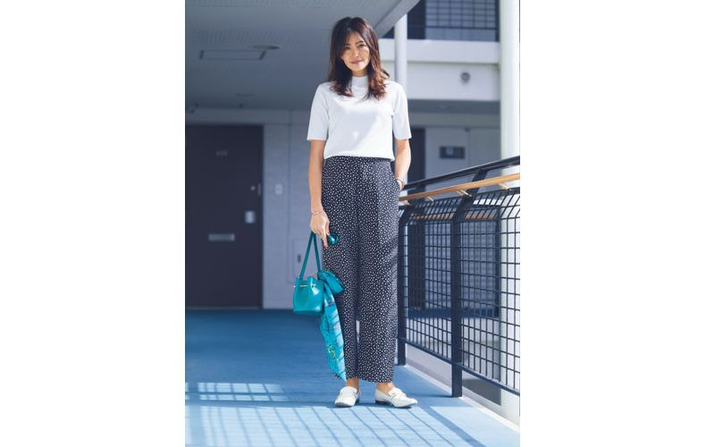 【1】ドット黒ワイドパンツ×半袖白ニット