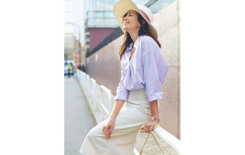 【3】ストライプシャツ×白スカート×麦わら帽子