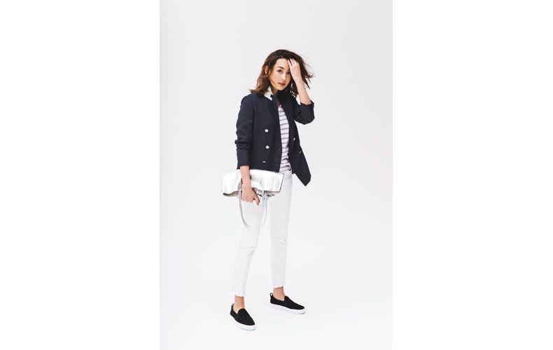 【3】ボーダーカットソー×白パンツ×紺ジャケット