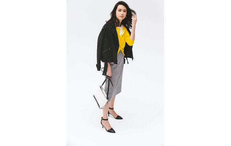 【4】黄色カーディガン×チェックタイトスカート×黒ライダースジャケット