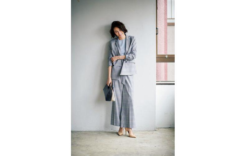 【4】水色ニット×グレンチェックのグレーワイドパンツスーツ