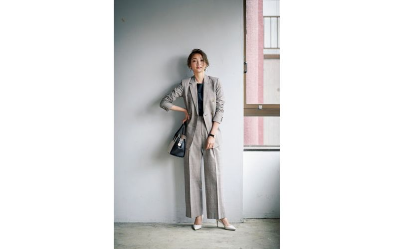 【3】ネイビーカットソー×グレンチェックのグレーワイドパンツスーツ