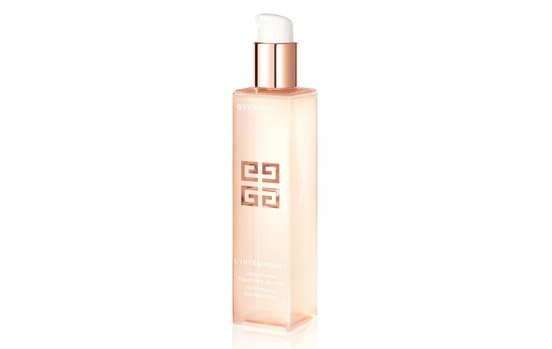【1】保湿しながらハリ感を増す化粧水