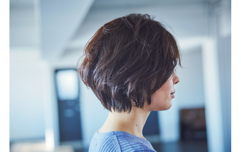 斜め前髪で丸顔カバーヘア