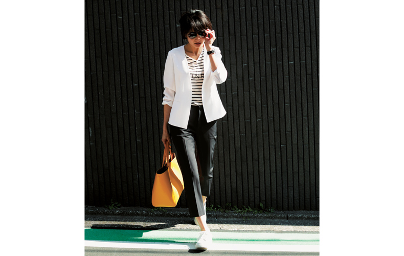 【9】ボーダーカットソー×黒パンツ×白ジャケット