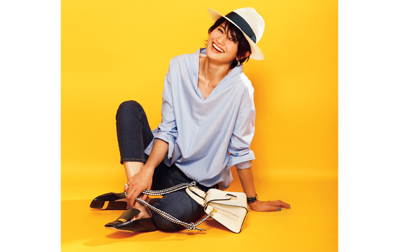 【3】青デニム×白シャツ