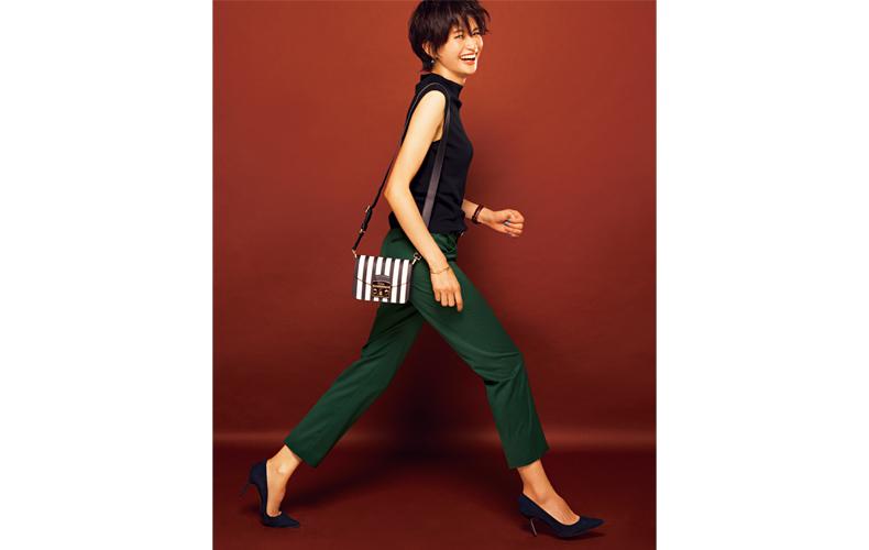 【4】緑パンツ×黒タートルネック