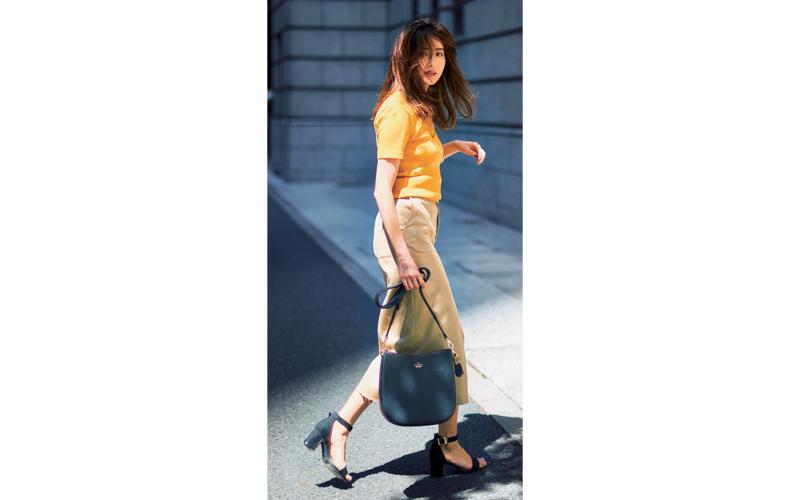 【6】黄色カットソー×ベージュロングスカート