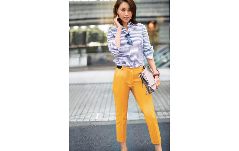 【6】黄色パンツ×ネイビーストライプシャツ