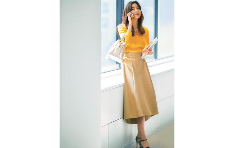 【5】黄色ニット×ベージュフレアスカート