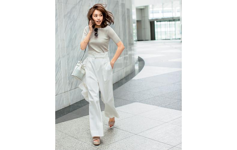 【3】ベージュニット×白パンツ