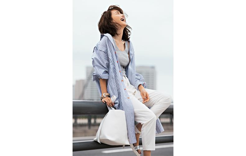 【7】ストライプシャツワンピース×グレータンクトップ×白パンツ
