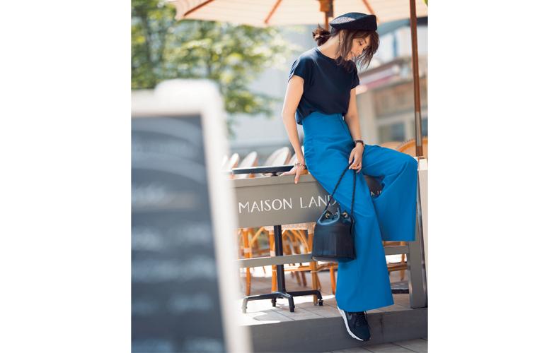 【4】青ワイドパンツ×半袖黒ニット