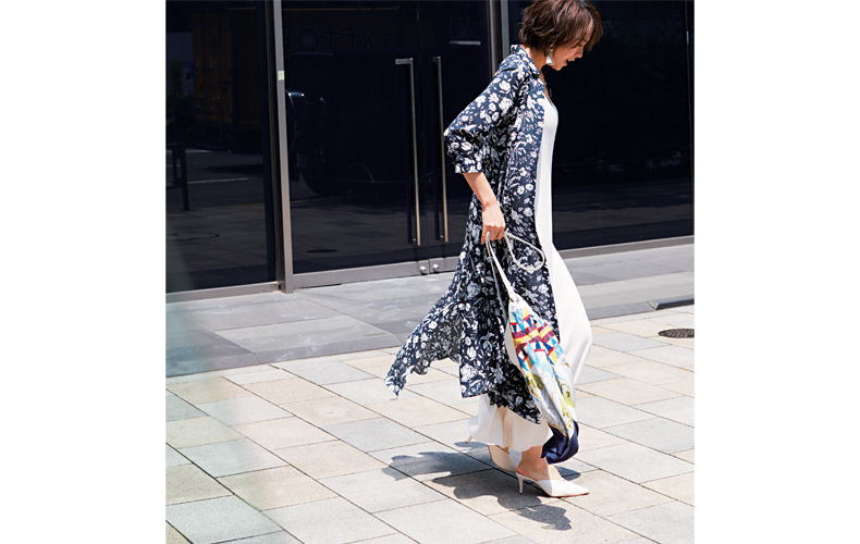 【2】花柄シャツワンピース×白マキシ丈ワンピース