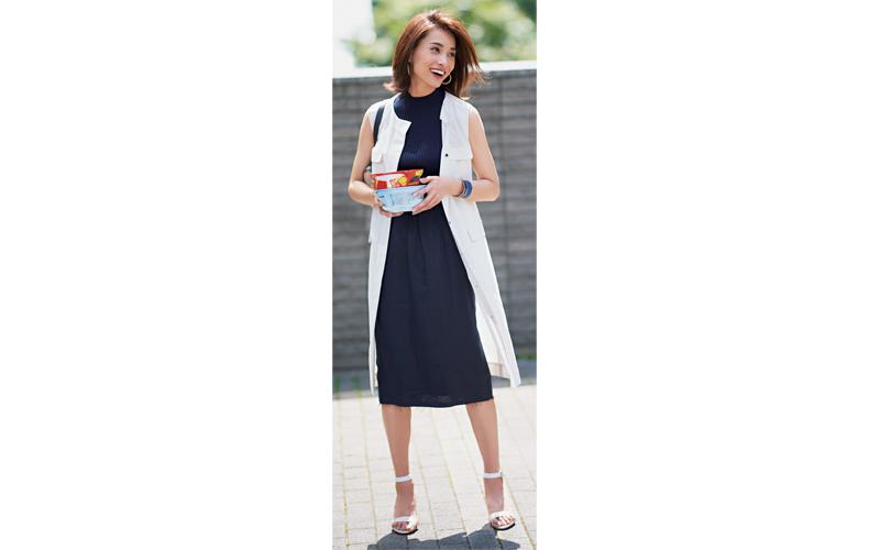 【4】白ワンピース×ネイビーニット×ネイビータイトスカート×白サンダル
