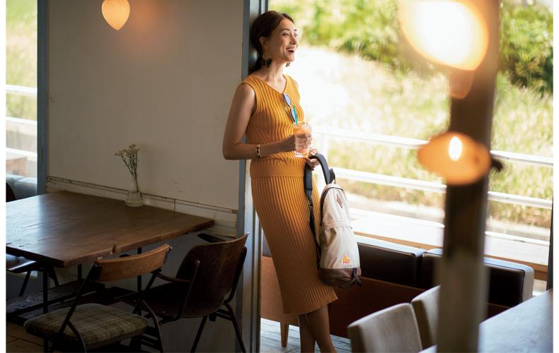 【8】ノースリーブ黄色ニット×黄色タイトスカート
