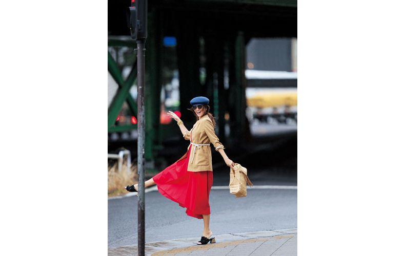 【4】赤ロングワンピース×ベージュジャケット