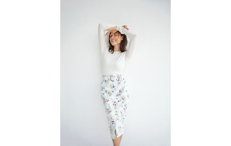 【4】白カットソー×白スカート