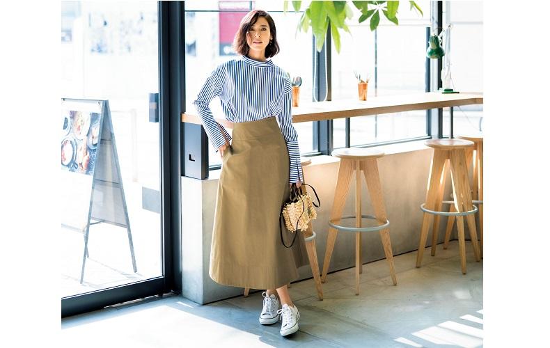 【9】ストライプシャツ×ベージュロングスカート