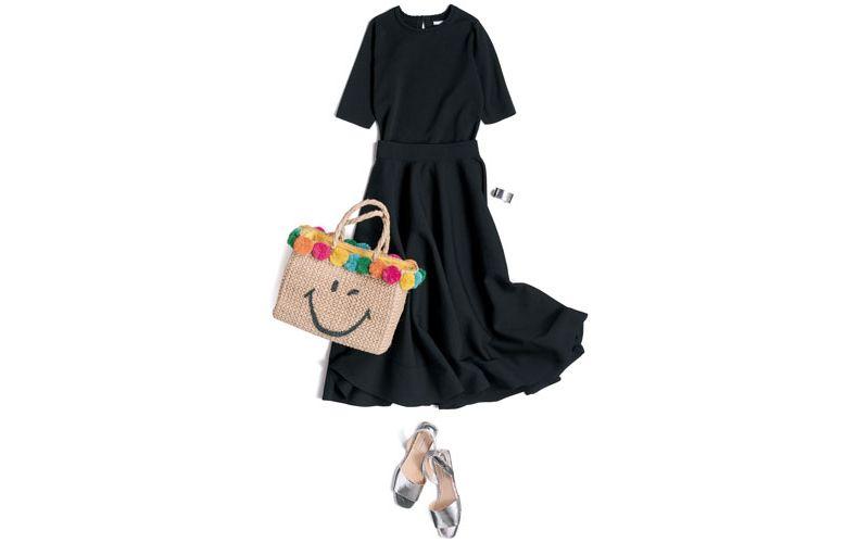 【1】黒プルオーバー×黒ロングスカート