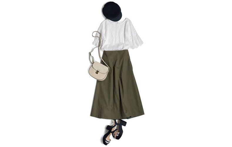 【3】白レースブラウス×カーキロングスカート×黒サンダル