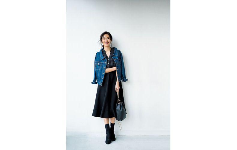 【7】黒スカート×ドット黒ブラウス×デニムジャケット