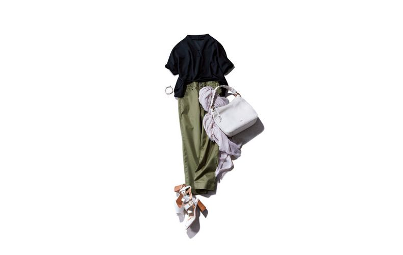 【1】黒ブラウス×カーキワイドパンツ