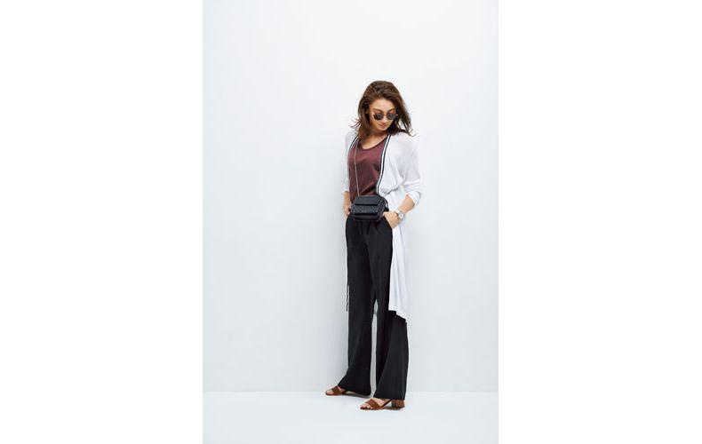 【1】白ロングカーディガン×茶タンクトップ×黒ズボン