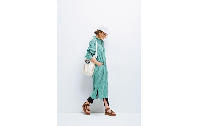 【6】緑ストライプシャツワンピース×レギンス×サンダル