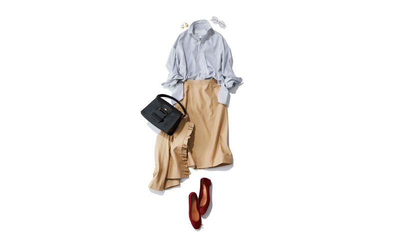 【5】ストライプ柄シャツ×ベージュジャケット×ベージュタイトスカート