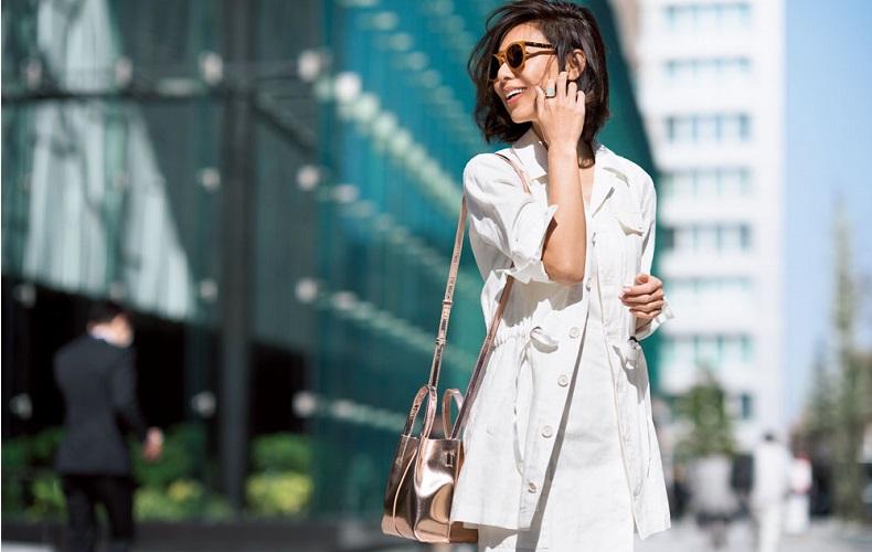 【2】白ジャケット×白ニット×白スカート