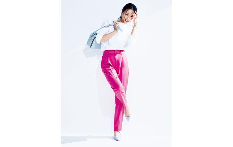 【1】ピンクパンツ×白シャツ