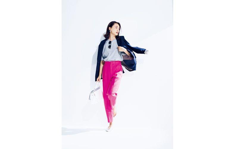 【6】グレーカットソー×ピンクパンツ×ネイビーテーラードジャケット