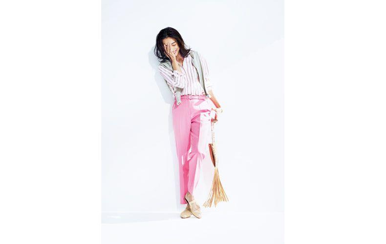 【2】ストライプシャツ×カーディガン×ピンクパンツ
