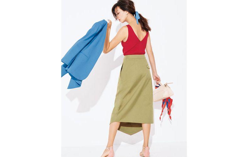 【3】ブルージャケット×ベージュスカート×赤ノースリーブニット