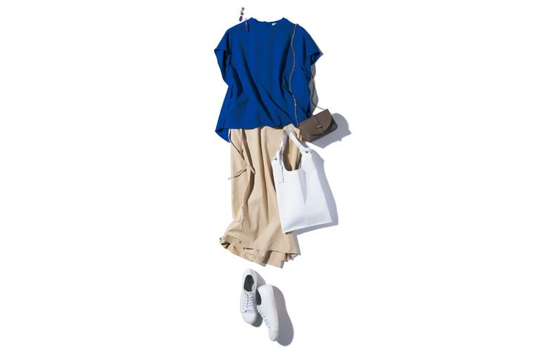 【3】青カットソー×ベージュタイトスカート×白スニーカー