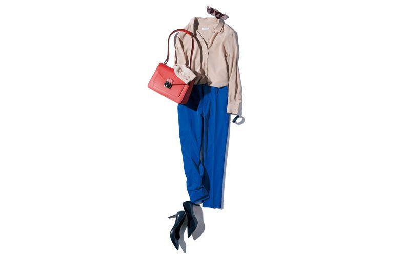 【7】ベージュブラウス×青パンツ×ロンシャンのバッグ