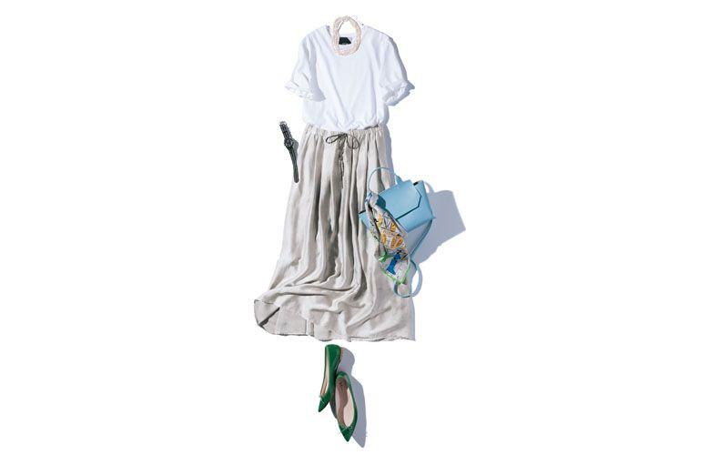 【4】白Tシャツ×シルバーロングスカート×緑フラット靴