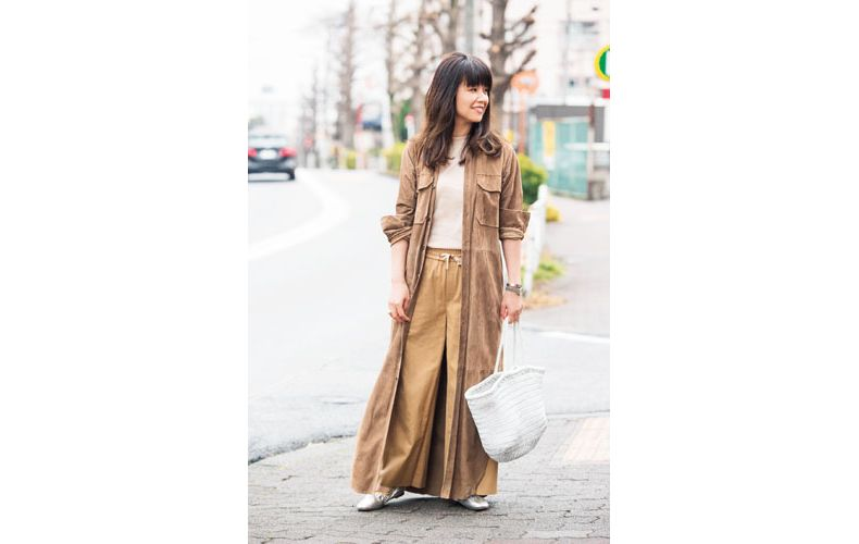【3】スエードロングシャツ×ベージュカットソー×ベージュワイドパンツ