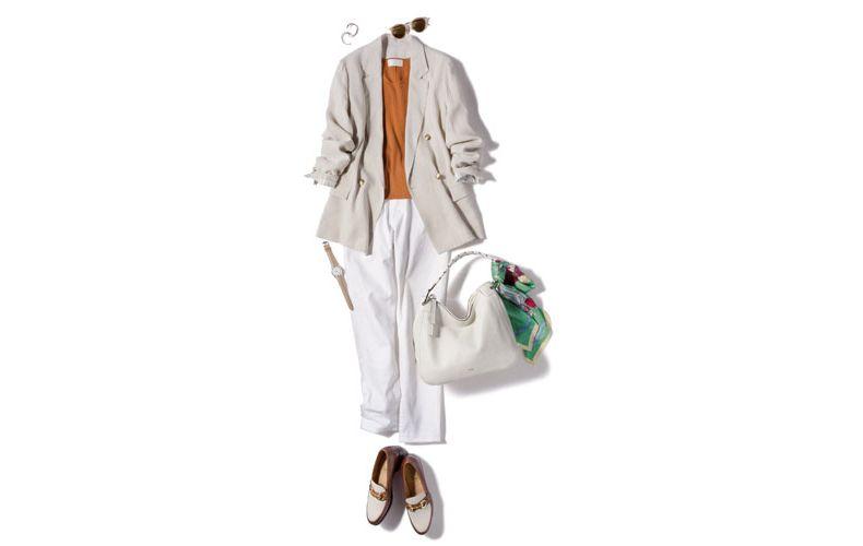【1】ベージュジャケット×茶ニット×白テーパードパンツ